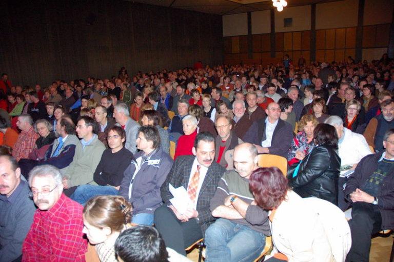 Volle Halle bei der Info-Veranstaltung der BI
