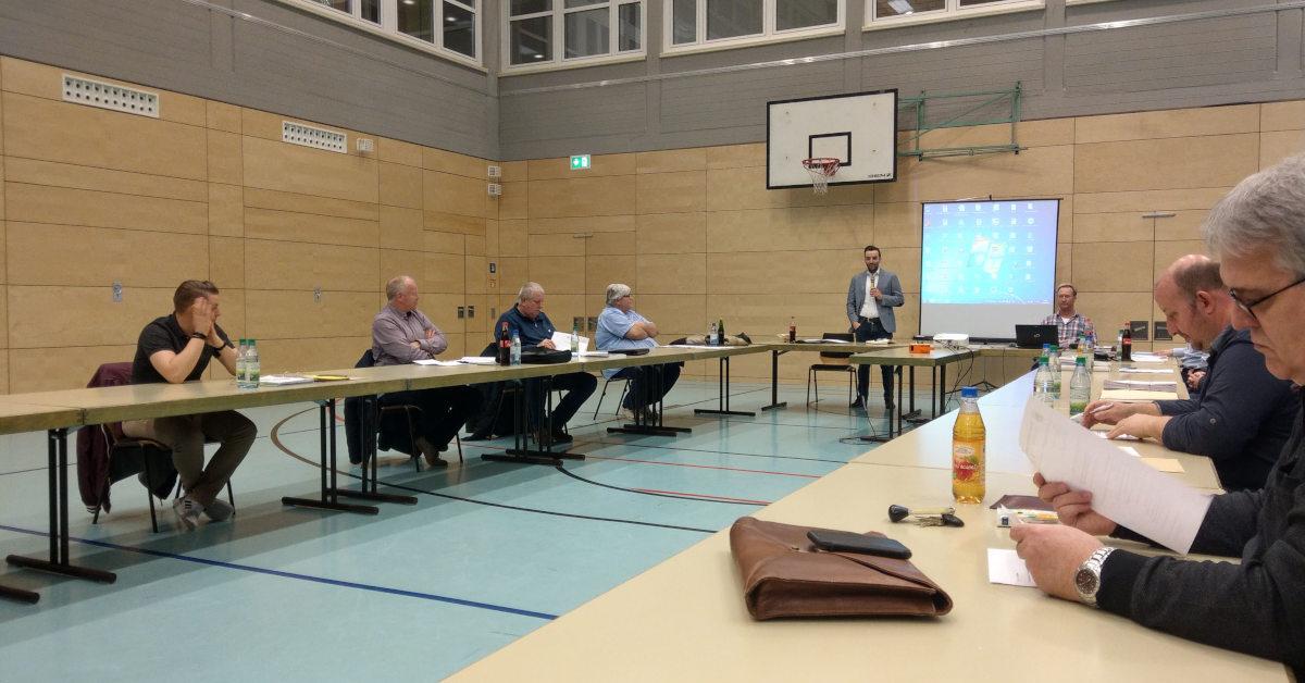 Ratssitzung in Großrinderfeld - Dank Corona in der Turnhalle