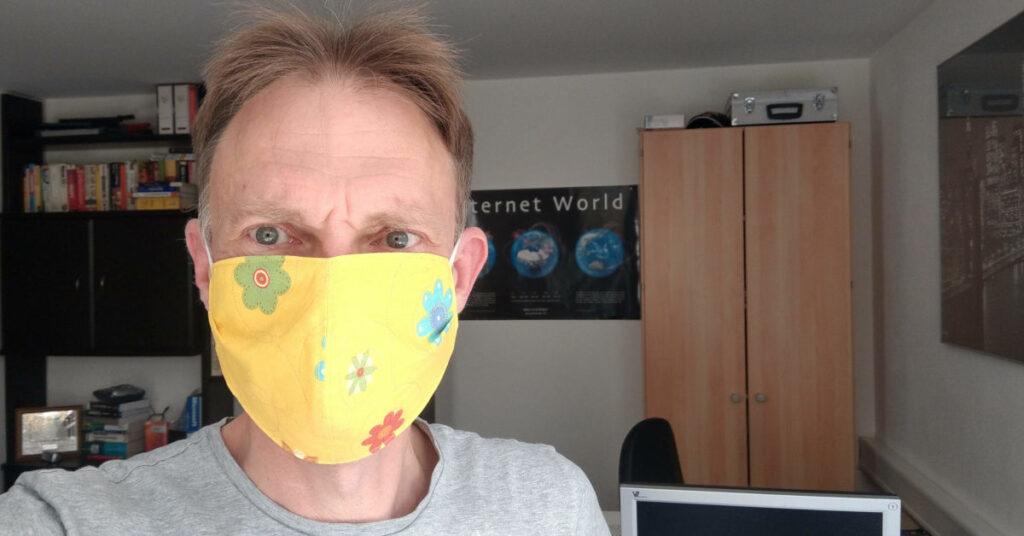 """Eine einfache """"Corona-Schutzmaske"""" (Mund-Nase-Bedeckung)"""