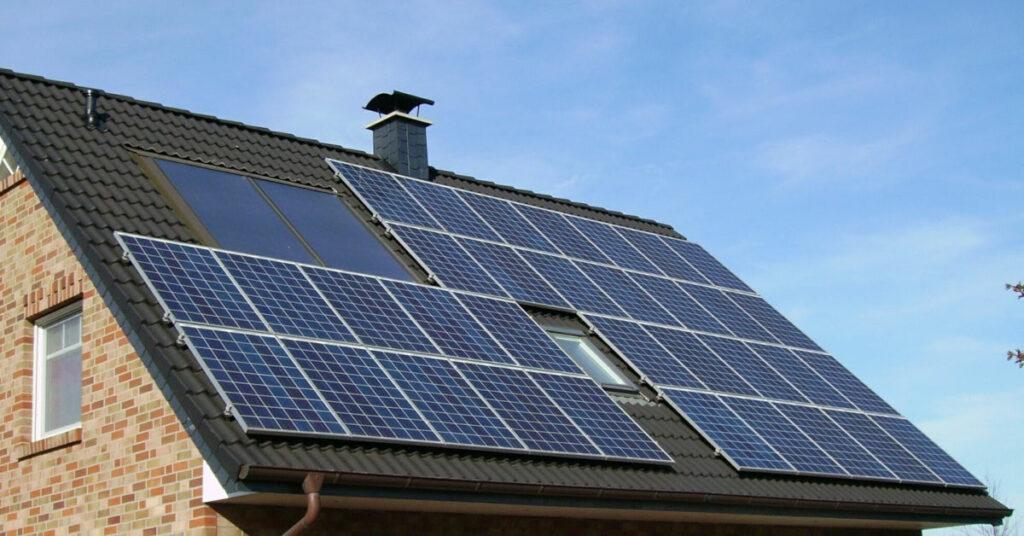 Foto eine Photovoltaik Dachanlage